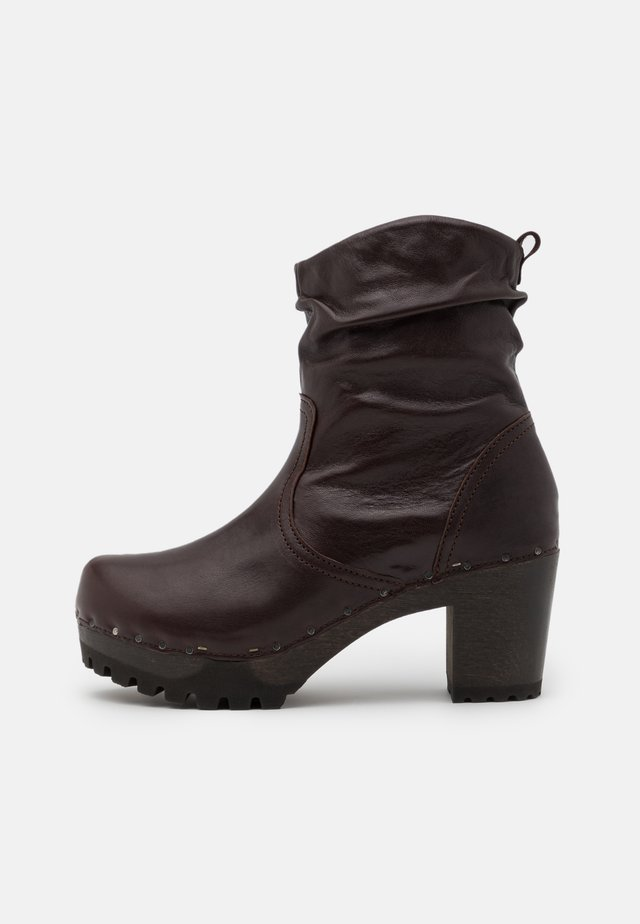 BOOTIE - Platform ankle boots - dark brown