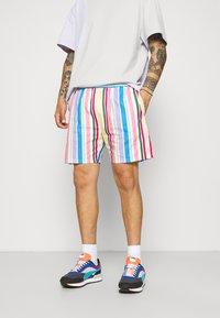 Vintage Supply - RETRO STRIPE - Shorts - multi - 0
