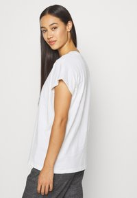 Weekday - BREE - Basic T-shirt - white - 2