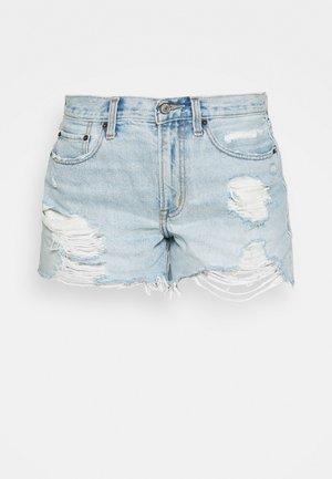 CURVE LOVE MID RISE BOYFRIEND - Denim shorts - light destroy