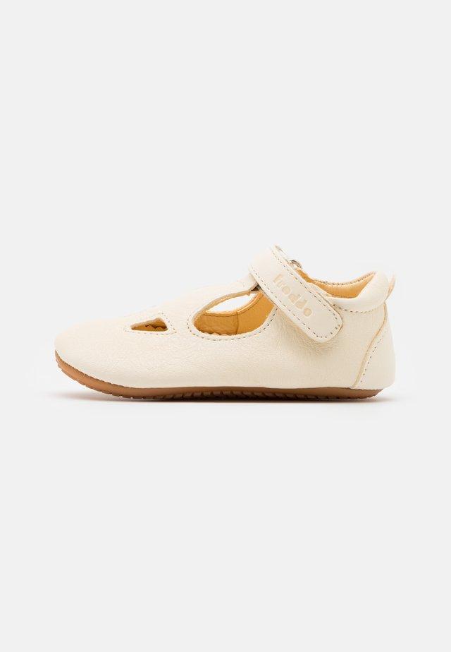 NATUREE - Chaussons pour bébé - white