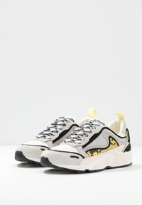 sandro - FLAME - Sneakersy niskie - python jaune - 4