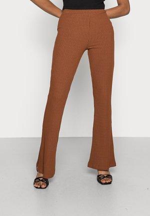 BENNI TROUSERS - Trousers - tortoiseshell brown