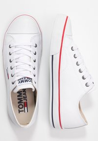 Tommy Jeans - WMNS LEATHER CITY SNEAKER - Matalavartiset tennarit - white - 3
