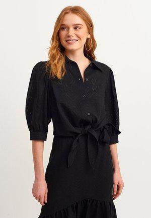 MIT GEKNOTETER VORDERSEITE - Button-down blouse - black