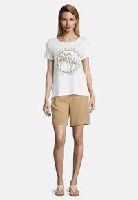 Cartoon - Print T-shirt - cream/khaki - 1