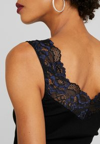 Rosemunde - SILK-MIX TOP REGULAR W/LACE - Linne - black - 5