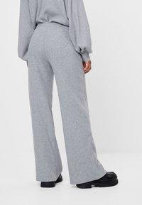 Bershka - MIT WEITEM BEIN UND KORDEL - Kalhoty - light grey - 2