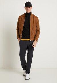 Selected Homme - SLHSLIM STORM FLEX SMART PANTS - Pantalon classique - dark sapphire/check - 2
