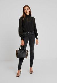 Vero Moda - VMLUX SUPER SLIM - Jeans Skinny Fit - black - 1