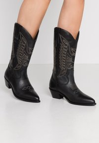 Zign - Kovbojské/motorkářské boty - black - 0