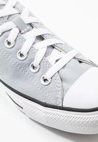 Converse - CHUCK TAYLOR ALL STAR - Sneakersy niskie - wolf grey - 5