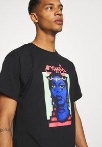 Grimey - HIGH PRIESTESS TEE UNISEX - T-shirt med print - black - 4