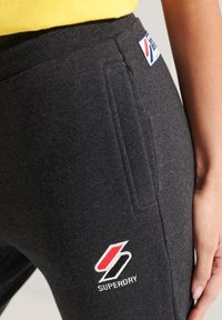 Superdry - Tracksuit bottoms - dark charcoal marl - 2