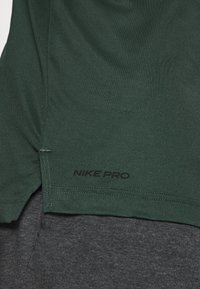 Nike Performance - TANK DRY - Camiseta de deporte - sequoia/galactic jade/heather/black - 5