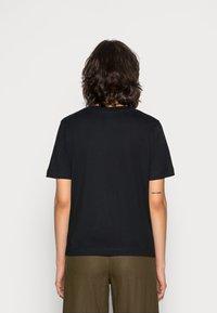 Selected Femme - SLFSTANDARD  V NECK TEE  - Jednoduché triko - black - 2
