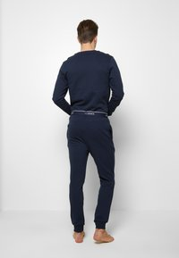 Jack & Jones - JACLOUNGE SET - Pyjamas - navy blazer - 2