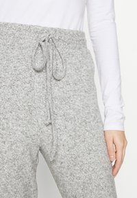 ONLY - ONLFANDY LOUNGE PANTS - Tracksuit bottoms - light grey melange - 4