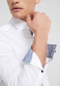 JOOP! - PANKOK SLIM FIT - Formal shirt - white - 6