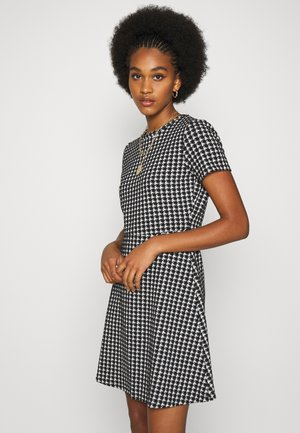 NMHOUND DRESS - Strikket kjole - black/white