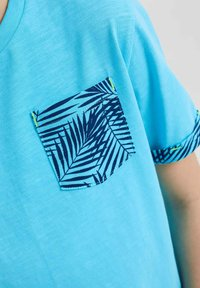 WE Fashion - 2 PACK - T-shirt con stampa - light blue - 2