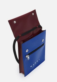 Marni - TRIBECA POUCH UNISEX - Across body bag - royal/burgundy - 4