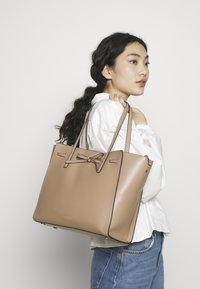 Seidenfelt - TONDER - Shopping bag - almond - 1