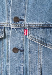 Levi's® - STAY LOOSE TRUCKER - Kurtka jeansowa - hang loose trucker - 2