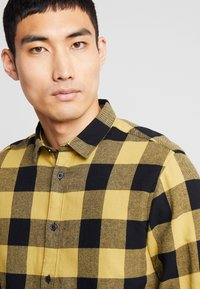 Only & Sons - ONSGUDMUND CHECKED - Skjorta - burnished gold - 5