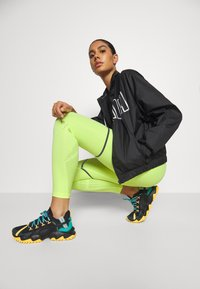 Puma - FIRST MILE EXTREME EXO-ADAPT LONG TIGHT - Medias - fizzy yellow - 4