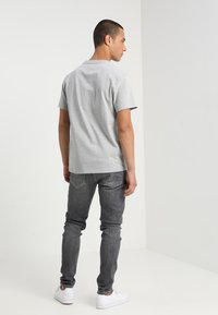 Tommy Jeans - CLASSICS LOGO TEE - T-shirt con stampa - grey - 2