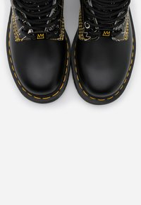 Dr. Martens - 1460 BASQUIAT - Lace-up ankle boots - white/black smooth - 4