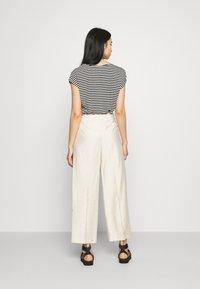 YAS - YASGRIPPA PANT ICON - Trousers - tapioca - 2