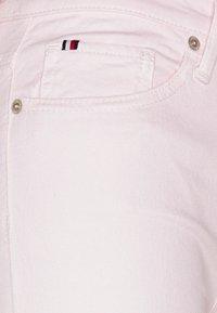Tommy Hilfiger - VENICE BERMUDA - Shorts - light pink - 2