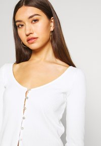 Miss Selfridge - BUTTON TRHOUGH - Long sleeved top - white - 3