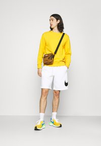 Nike Sportswear - CLUB - Shorts - white - 1
