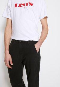 Levi's® - Chino kalhoty - meteorite - 4