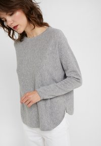 Davida Cashmere - CURVED - Jumper - light grey - 3