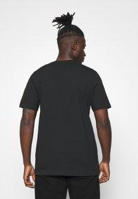 adidas Originals - CAMO INFILL TEE UNISEX - T-shirt print - black/alumina/multicolor - 2