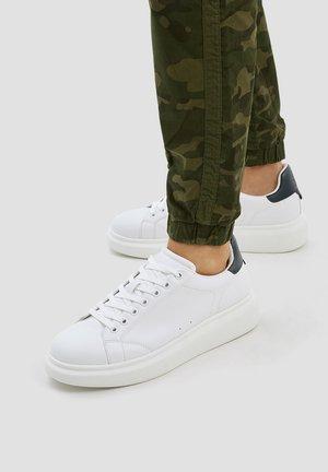 MIT VOLUMINÖSER  - Sneakers - white