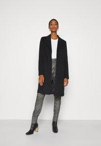 Selected Femme Tall - SLFSASJA COAT  - Klasický kabát - black - 1