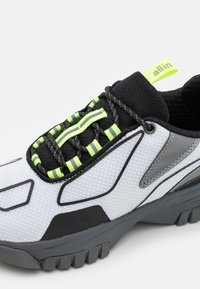 all in - XOX UNISEX - Trainers - white - 7