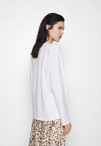 Weekday - KAI LONG SLEEVE - Long sleeved top - white - 2