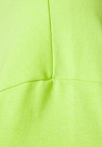 Weekday - GREAT - Camiseta básica - green bright - 6