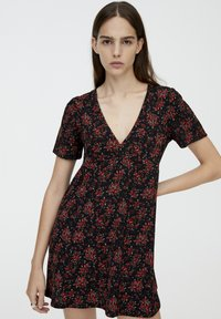 PULL&BEAR - MIT BLUMENPRINT - Day dress - black - 0