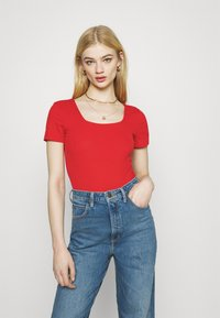 Glamorous - SQUARE NECK 2 PACK - Basic T-shirt - black/red - 2