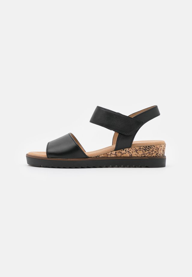 Sandaletter med kilklack - schwarz