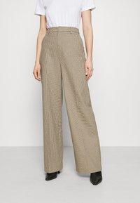 Gestuz - GRITA PANTS - Trousers - sand/black - 0