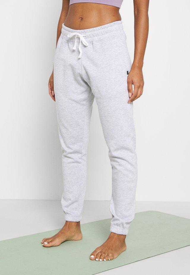 LIFESTYLE GYM TRACK PANTS - Pantaloni sportivi - clody grey marle