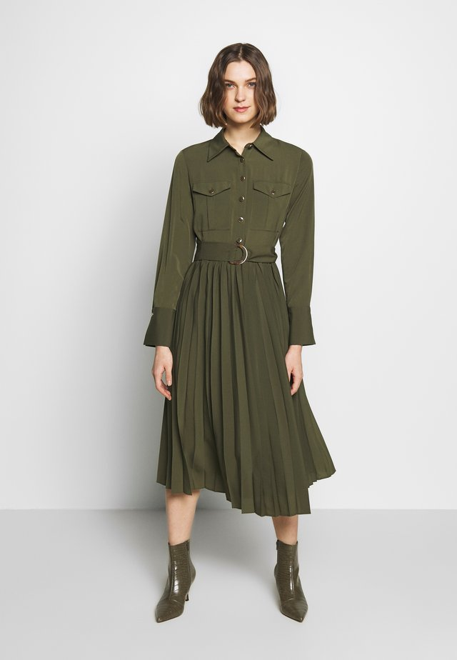 DRESS - Korte jurk - khaki